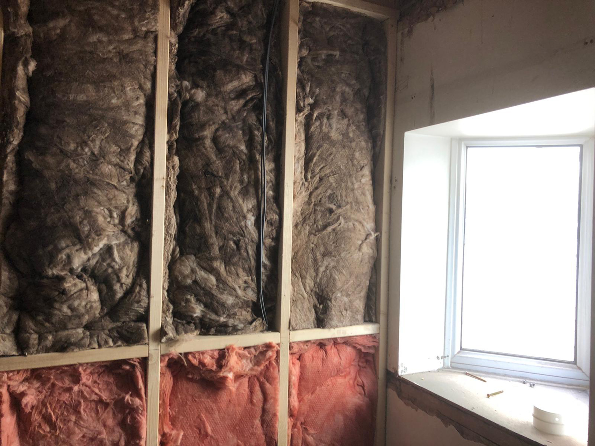 Installing-the-wall-cavity-insulation