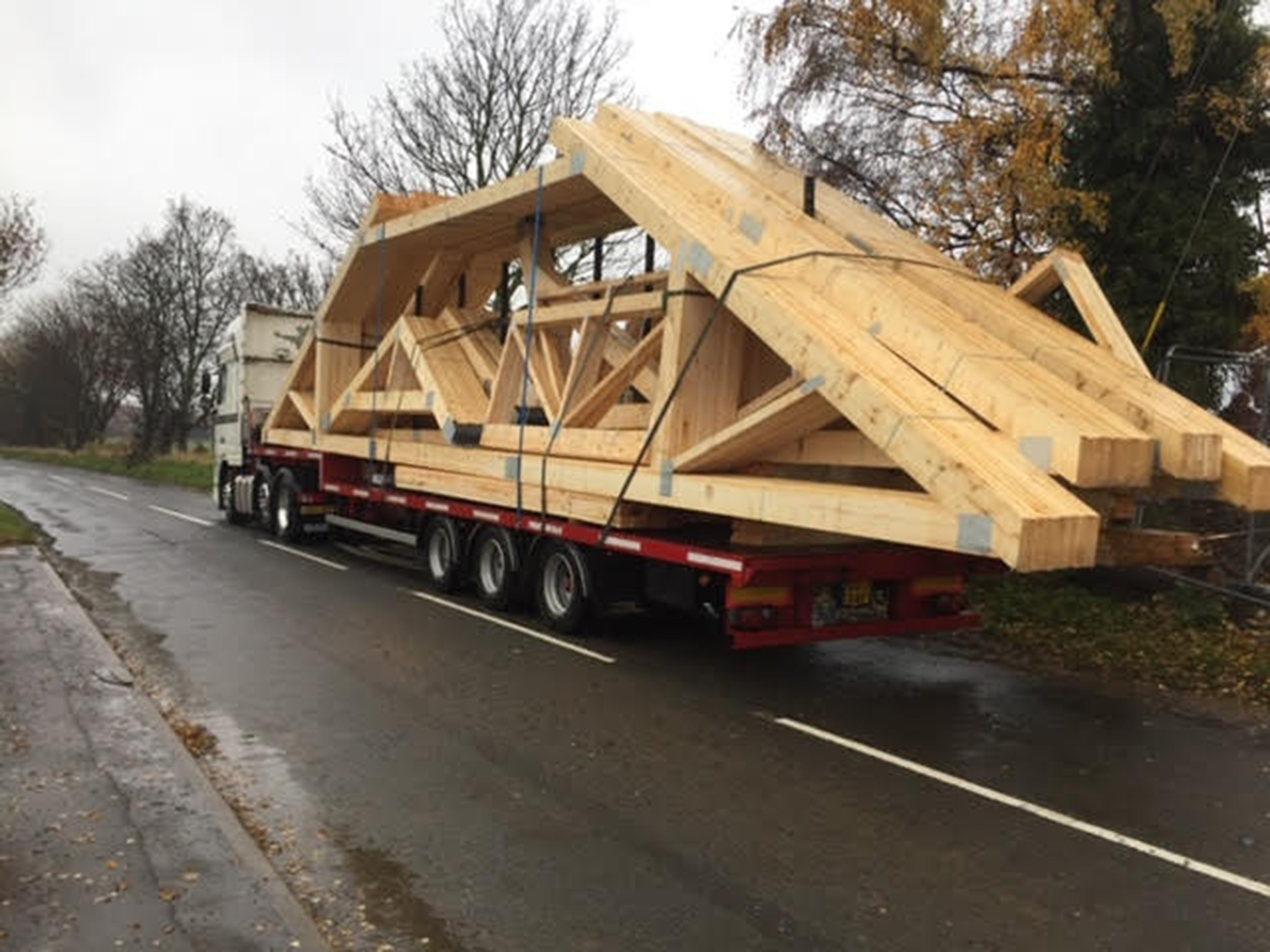 The-giant-roof-trusses
